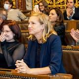 Mit Spannung verfolgt Esther Keller im Basler Rathaus den Ausgang der Abstimmungen. Als Bau- und Verkehrsdirektorin ist sie für beide Parkplatzvorlagen zuständig. (Kenneth Nars)