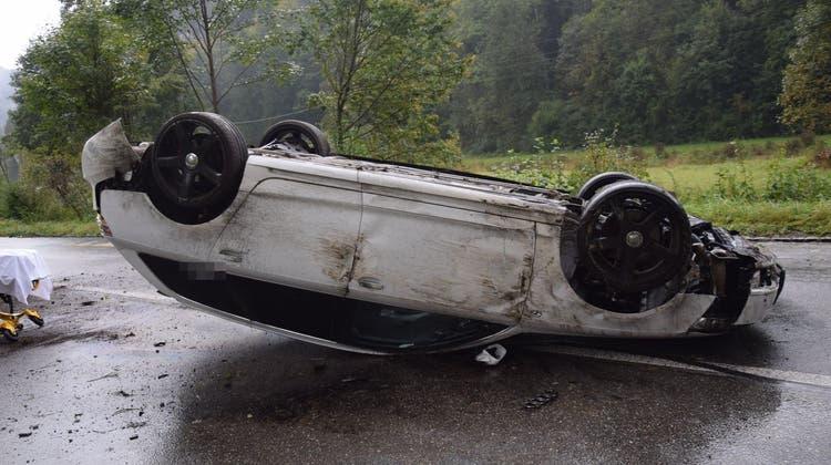 Das Auto kam mitten auf der Strasse zum Stillstand. (zvg/Kantonspolizei Solothurn)