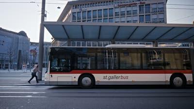 Die alte Dieselflotte der VBSG hat ausgedient. Sie wird nun schrittweise durch Batteriegelenktrolleybusse ersetzt. (Bild: Michel Canonica)