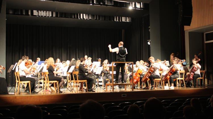Das Regionale Jugendsymphonieorchester Solothurn, verstärkt durch das Orchester der Kantonsschule, spielte am Samstag im Parktheater. (at.)