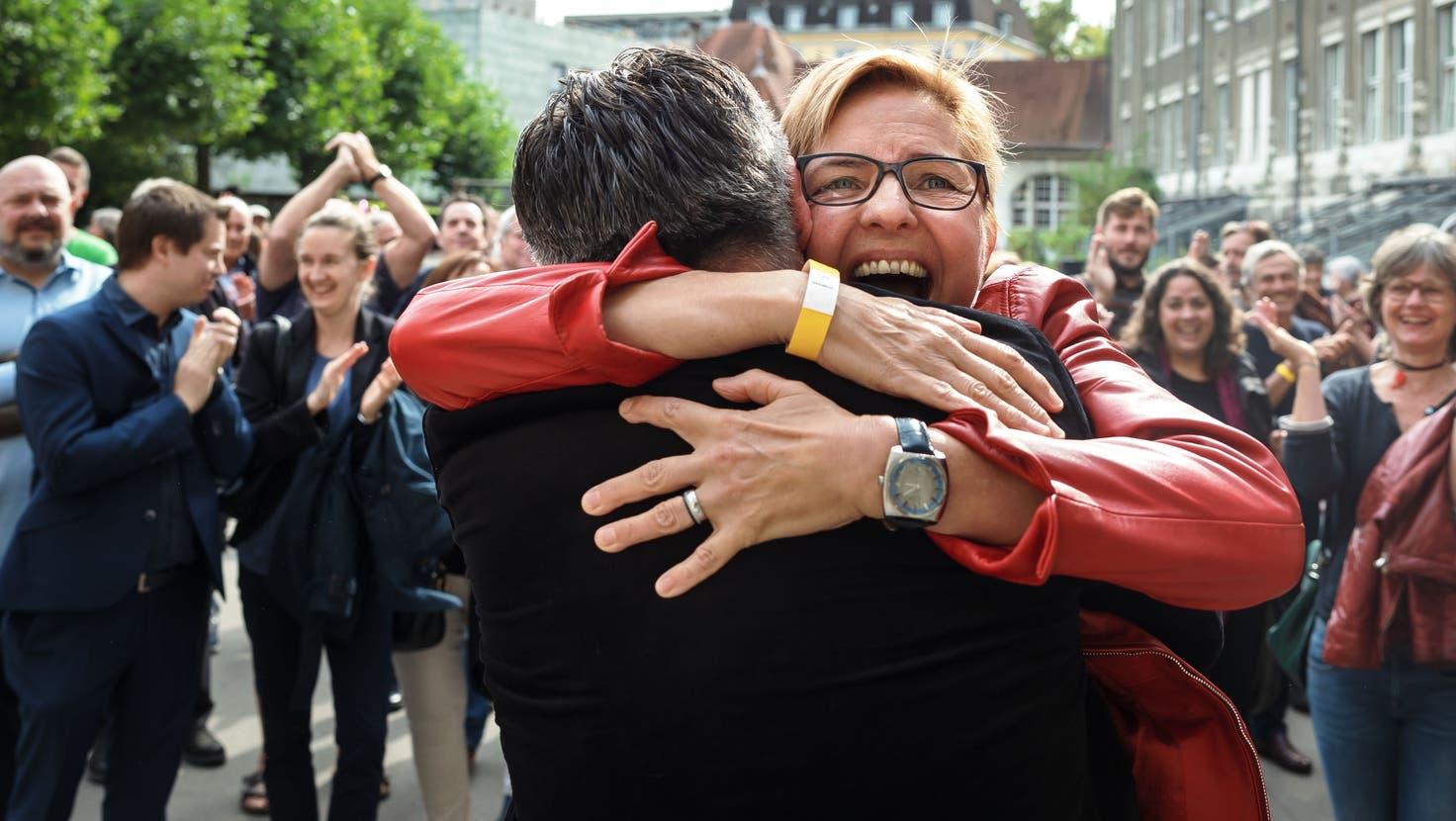 Stefanie Ingold nach der Bekanntgabe des Wahlresultats. (Hanspeter Bärtschi)