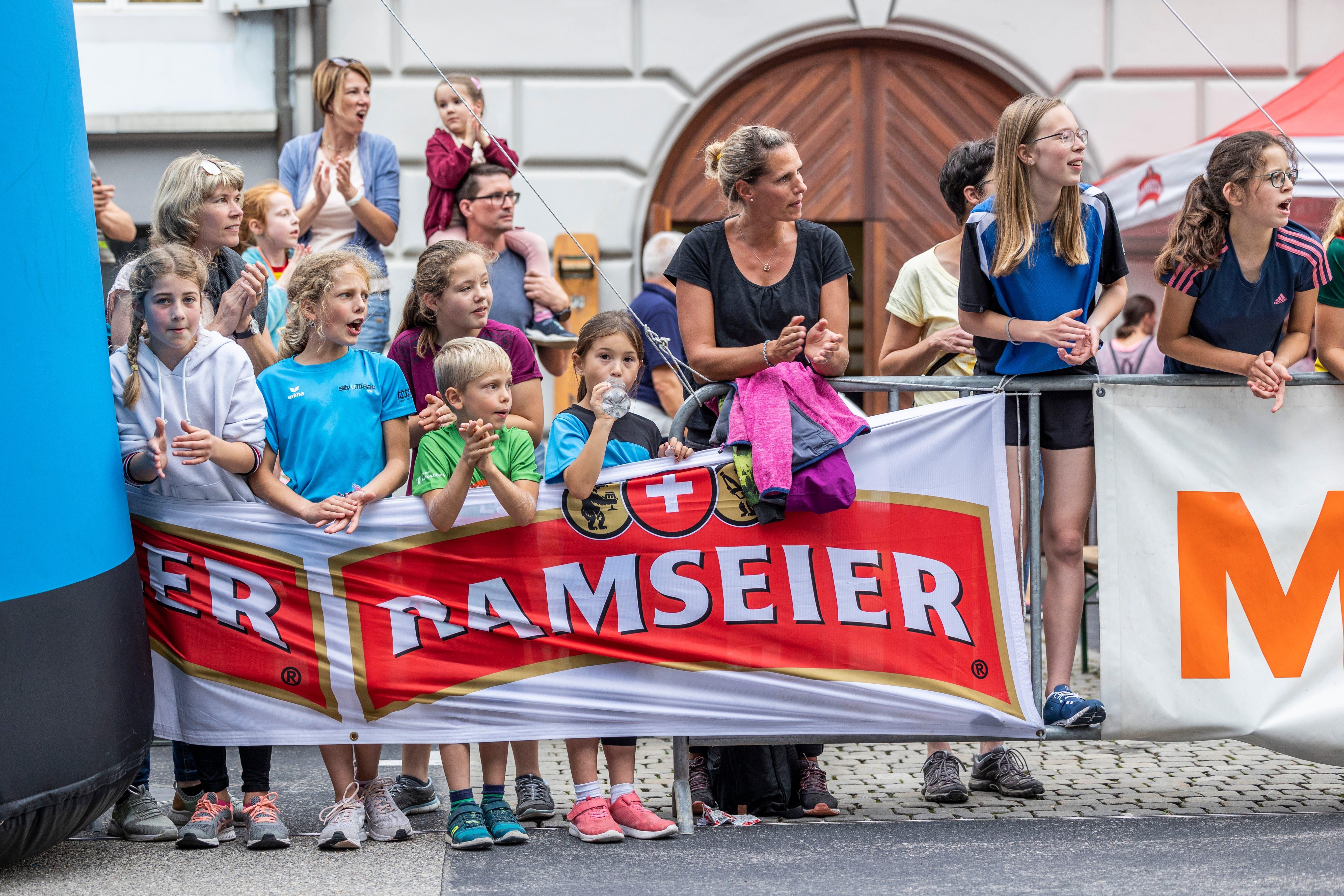 Zuschauer am Willisauer Lauf.