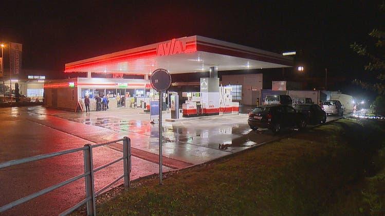 Bei dieser Avia-Tankstelle in Geuensee ereignete sich die Auseinandersetzung. (Bild: BRK News)