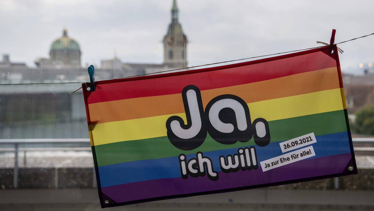 Bundesrätin Keller-Sutter: «Wer sich liebt, soll heiraten dürfen» ++ «Ehe für alle» klar angenommen,99 Prozent-Initiative gescheitert