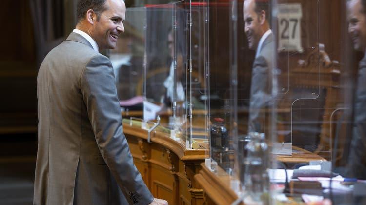 Die Plexiglaswände zwischen den Parlamentariern könnten schon bald verschwinden: Der Ständerat spricht sich für eine Zertifikatspflicht im Parlamentsgebäude aus. (Keystone)