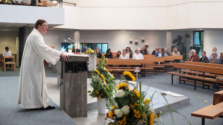 Pfarreiseelsorger Stefan Keiser beim Festgottesdienst. (Hanspeter Bärtschi)