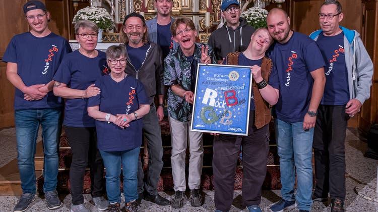 Die Band Funkesprung mit der Urkunde zur Preisverleihung. (Bild: Karl Svec (Sommeri, 24.September 2021))