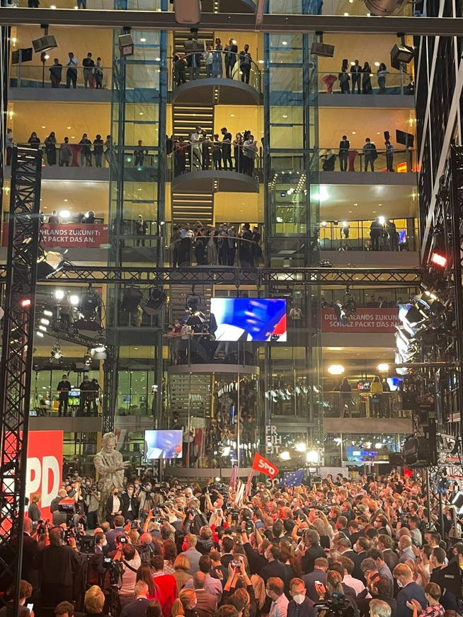 Stimmungsbild aus der SPD-Zentrale im Willy-Brandt-Haus in Berlin am Wahlsonntag.