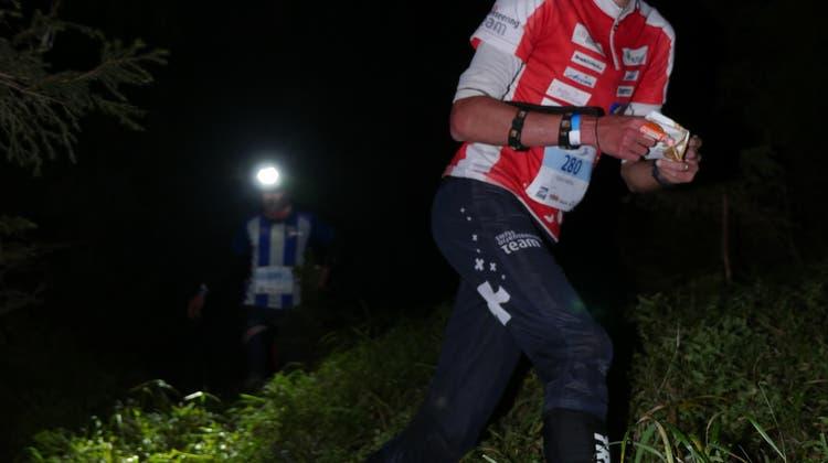 Matthias Kyburz ist Schweizer Nacht-OL-Meister–Sanna Hotz Juniorenmeisterin vor Lilly Graber