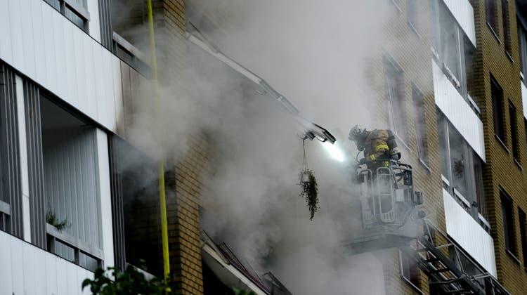 Feuerwehrleute im Einsatz bei dem Brand in Göteborg. (Keystone)