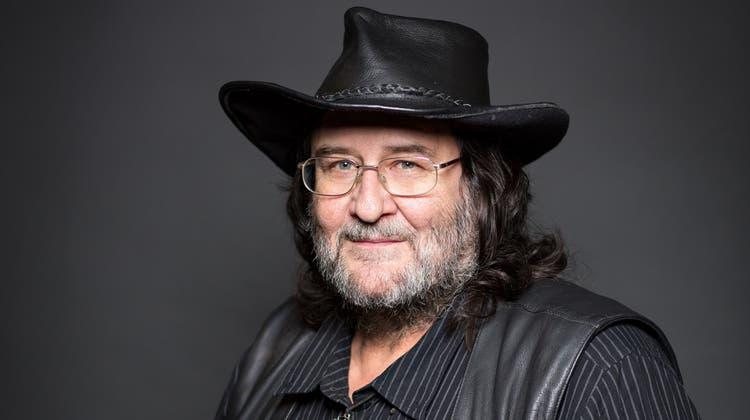 Cla Nett (1956–2021) war Gitarrist, Bandleader und roter Faden bei der BaslerLazy Poker Blues Band. (Zvg)