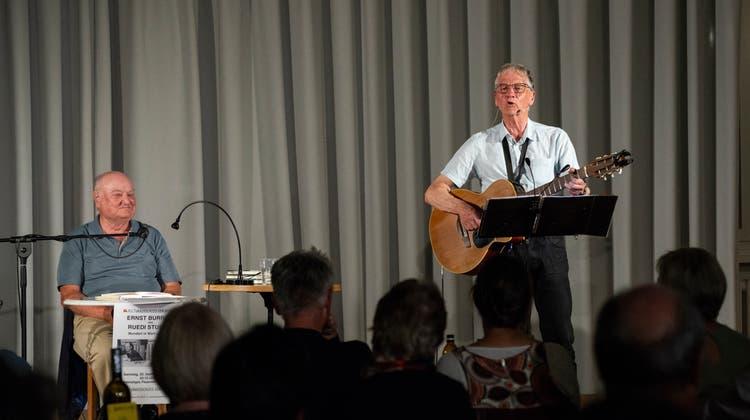 Ruedi Stubers gesungener Text zaubert auch bei Ernst Burren ein leises Schmunzeln auf die Lippen. (Carole Lauener)