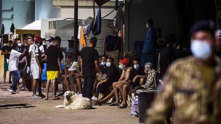 Migrantinnen und Migranten in Lampedusa. (Symbolbild) (Keystone)