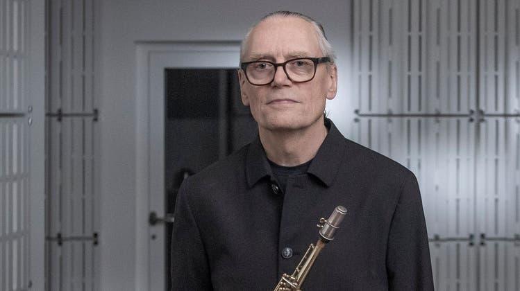 Urs Leimgruber in seinem neuen Arbeitsumfeld «Space», das auch als Konzertraum mit hervorragender Akustik funktioniert. (Bild: Pius Amrein (Luzern, 27. September 2021))