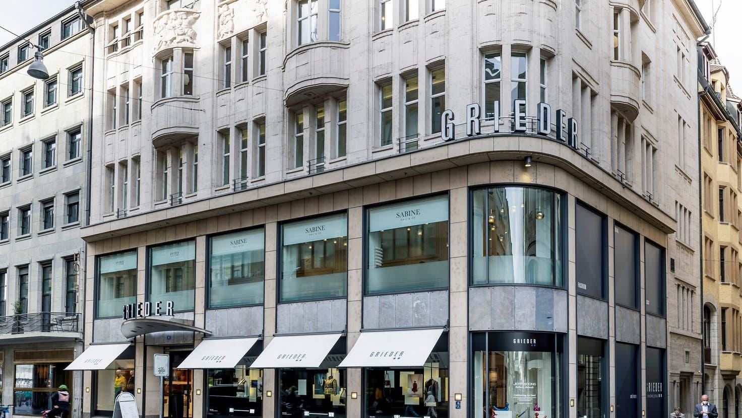Bongénie Grieder will seine Boutique im Haus zum Tanz an der Eisengasse Ende Januar 2022 «unter keinen Umständen» verlassen. (Kenneth Nars)