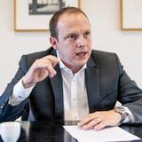 CVP-Fraktionschef Simon Oberbeck teilt beim Thema Klimaschutz gegen Rotgrün aus: «Wir müssen Schritt für Schritt mit konkreten Massnahmen vorangehen, anstatt in die Verfassung schreiben, dass wir alle das Klima schützen wollen.» (Kenneth Nars)
