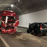 Die Unfallstelle im Tunnel bei Unterterzen. (Bild: Kapo SG)