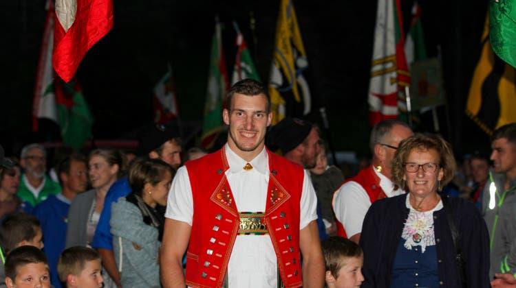 Damian Ott beim Empfang in seinem Heimatdorf Dreien. (Bild: PD)