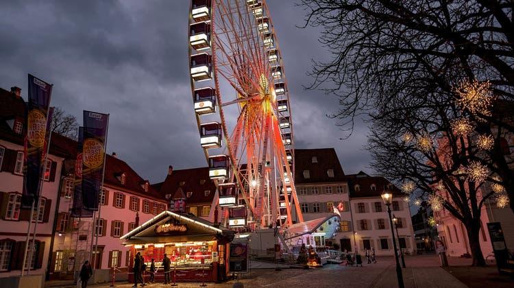 Es sollte ein kleiner Trost sein: Da die eigentliche Herbstmesse 2020 abgesagt werden musste, stellte der Kanton einige Wochen lang ein Riesenrad auf den Münsterplatz. (Kenneth Nars)