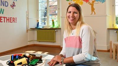 Krippenleiterin Sharon Catino begrüsst jedes Kind mit einem Lächeln. (Bruno Kissling)