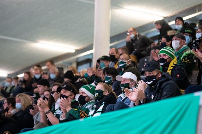 EHC-Olten-Fans auf der Tribüne.