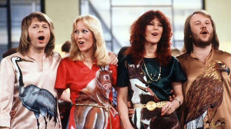 Die schwedische Popgruppe Abba mit (l-r) Björn Ulvaeus, Agnetha Fältskog, Anni-Frid Lyngstad und Benny Andersson bei einem Auftritt in der deutschen Fernsehshow «Am laufenden Band» (1978). (Schilling / dpa)
