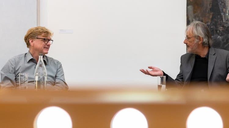 Konrad Tobler und Christoph Vögele sprechen im Kunstmuseum Solothurn. (Tom Ulrich)
