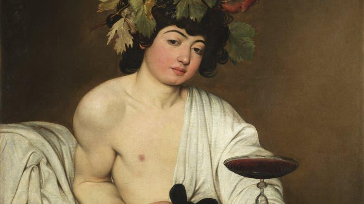 Komm, trink, lass dich verführen, nur ein Finger hält noch das Kleid! So malte Caravaggio um 1596 den Weingott Bacchus und zeigte seine Vorliebe für junge Männer. Kunstgeschichtlich revolutionär waren sein Realismus und seine Lichteffekte. (Bild: Galleria Degli Uffizi / Galleria degli Uffizi, Firenze)