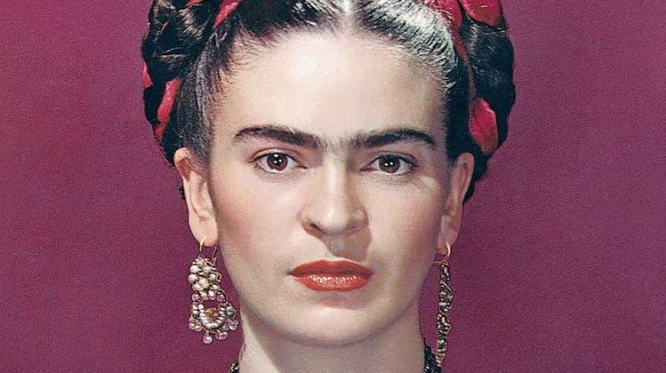 Frida Kahlo hat ein unverwechselbares Gesicht. Obwohl es nicht den gängigen Schönheitsidealen entspricht, macht es die Künstlerin weltbekannt. (Bild: Alamy)