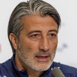 Murat Yakin bei der Medienkonferenz am Tag vor seiner ersten grossen Herausforderung als Schweizer Nationaltrainer, dem Spiel Schweiz-Italien. (Georgios Kefalas / KEYSTONE)