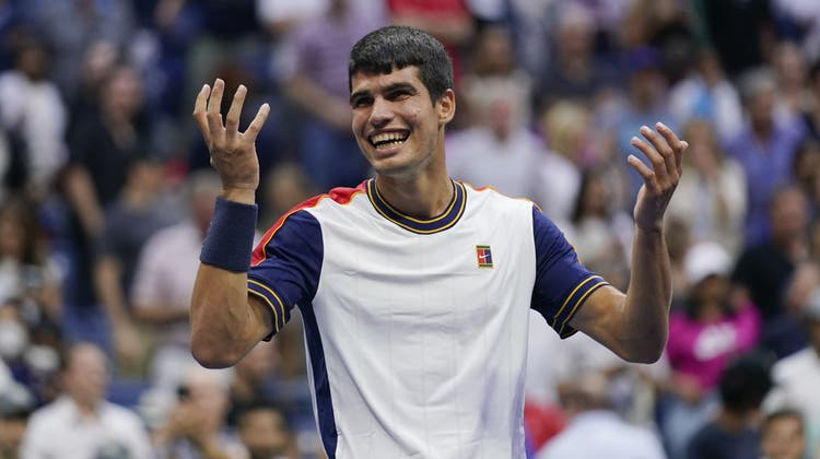 Carlos Alcarazaus Spanien nach dem Sieg über Tsitsipas. (Seth Wenig / AP)
