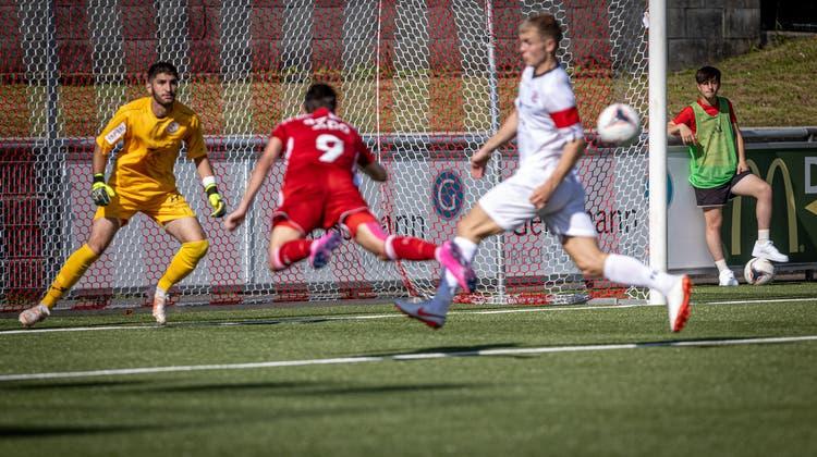 Hier trifft Badens Roman Herger nach einem Eckball zum 1:0. (Bild: Dani Mercier)