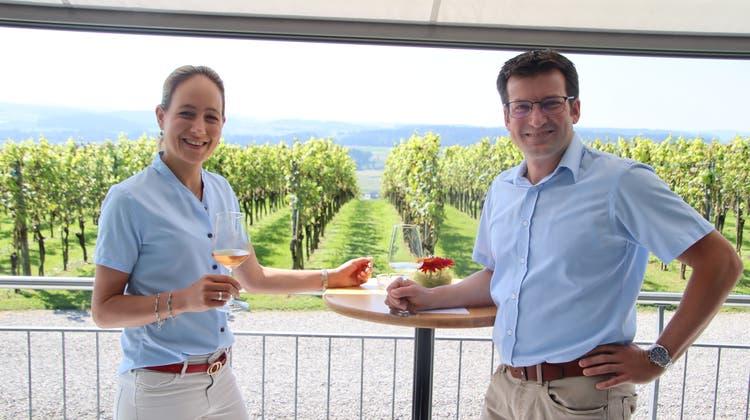Nadine und UrsHausammann in ihrem Panorama-Pavillon. (Bild: Roland Müller)