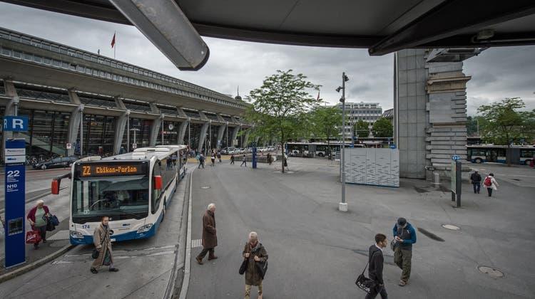 Der Bahnhof Luzern wird mit Videokameras überwacht. (Archivbild: Pius Amrein)