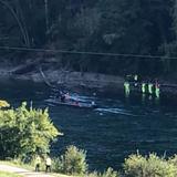 Ein siebenjähriges Kind wird seit Sonntagnachmittag vermisst. Zuvor verunfallte es mit einem Schlauchboot auf der Reuss bei Mülligen. (Symbolbild) (Keystone)