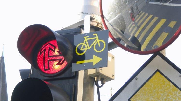 Trotz Rotlicht rechts abbiegen – aber nur bei entsprechendem Signal. (SZ)