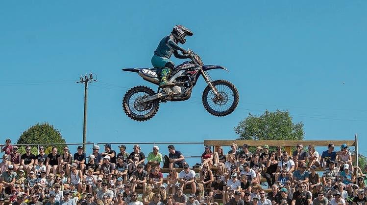 Die Motocross-Fahrer zeigen den Besuchern viel Action. (Bild: Boris Bürgisser (Grosswangen, 5. September 2021))