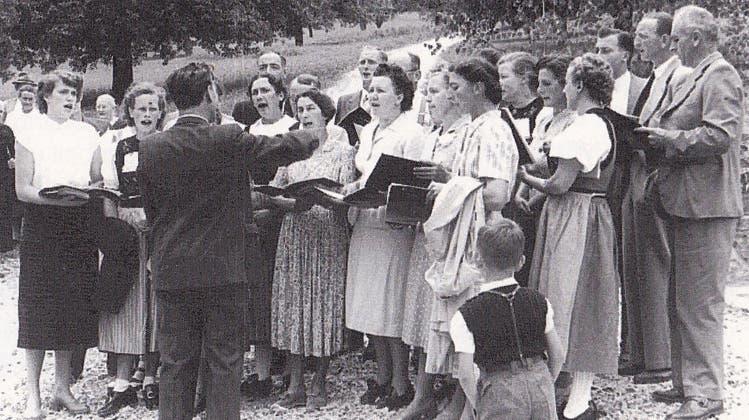 An den Auftritten, wie diesem im Jahr 1953, singt der Chor unter der Leitung eines Dirigenten. (zvg)