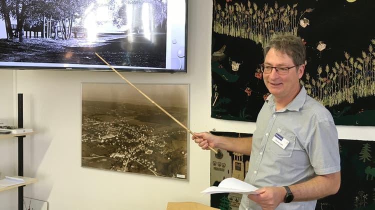 Daniel Laib erzählt an der Erzählstunde im Ortsmuseum von den Anfängen des Amriswiler Strandbades. (Bild: PD)