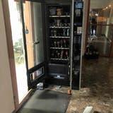 Die Einbrecher brachen unter anderem einen Automaten auf. (Bild: Kapo SG)
