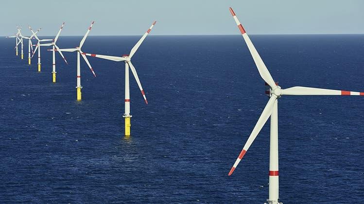 Windenergie liefert in Grossbritannien derzeit nur 5 statt 20 Prozent des benötigten Strombedarfs. (Bild: Imago)
