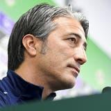 Murat Yakin gibt am Dienstagnachmittag vor dem Spiel an der Pressekonferenz Auskunft. (Gian Ehrenzeller / KEYSTONE)