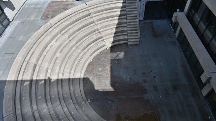 Kunst am Bau: Im Amphitheater der Kantonsschule Olten wird Chris Hunter regenbogenfarbene Aluminiumsignale setzen. (Bruno Kissling)