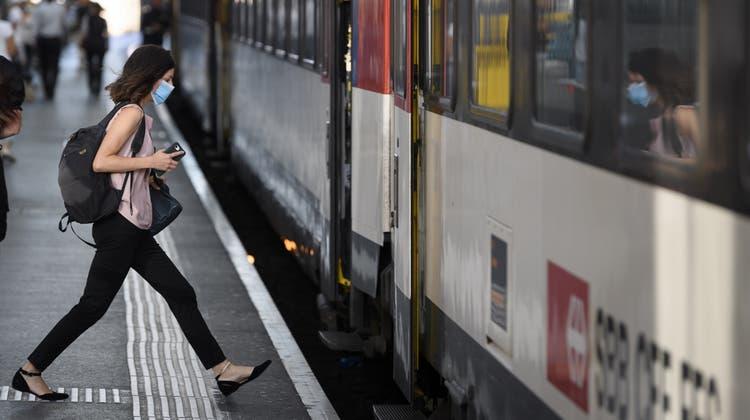 Viele Menschen bereisten die Schweiz im Sommer erneut mit dem öV. Das Sommer-GA fand reissenden Absatz. (Keystone)