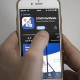 Mit der App Covid Certificate Check kann das Coronazertifikat eingelesen werden. (Keystone)