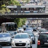 Der Verkehr auf der Rosengartenstrasse werde bei Tempo 30 besser und ruhiger fliessen, argumentiert der Zürcher Stadtrat. (Keystone)