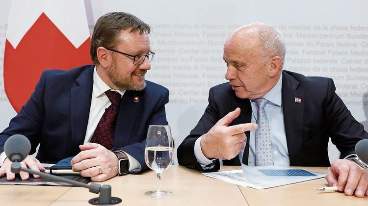 Doch nicht «alles bestens»? Zolldirektor Christian Bock (links) und sein Chef, Finanzminister Ueli Maurer.