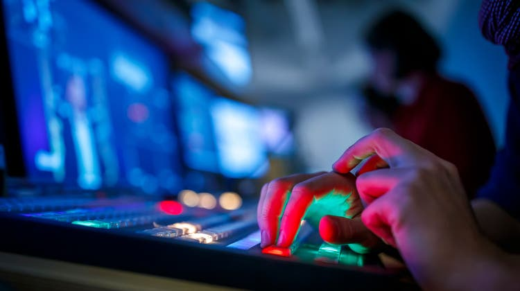 Das Bewilligungsprozedere für Private Fernsehsender soll vereinfacht werden. (Symbolbild) (Keystone)