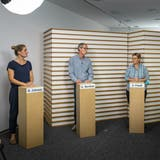 Barbara Jakopp, Gérald Berthet und Andrée Friedl beantworten im Studio die Fragen zur Covid-Impfung. (Chris Iseli)