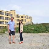 Clo Bisaz und AndreaZielinski auf dem Voco-Areal neben den TaB in Reinach. (Natasha Hähni / Aargauer Zeitung)